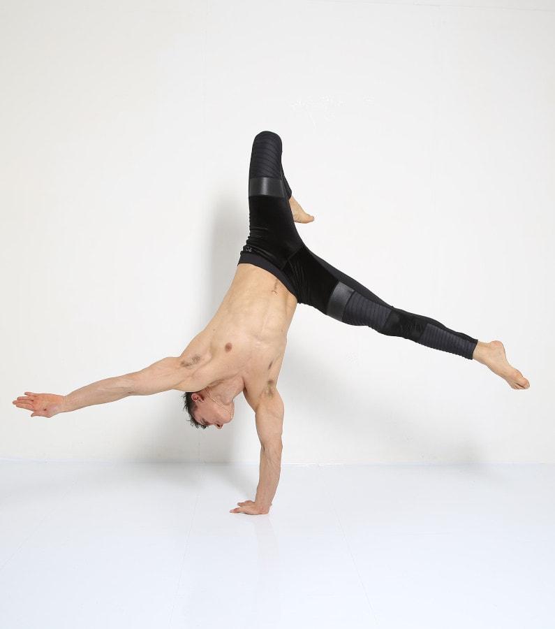 Fabio Handstand Capoeira